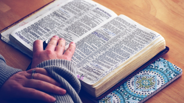 Declutter Your Life, Make Time for Bible Reading