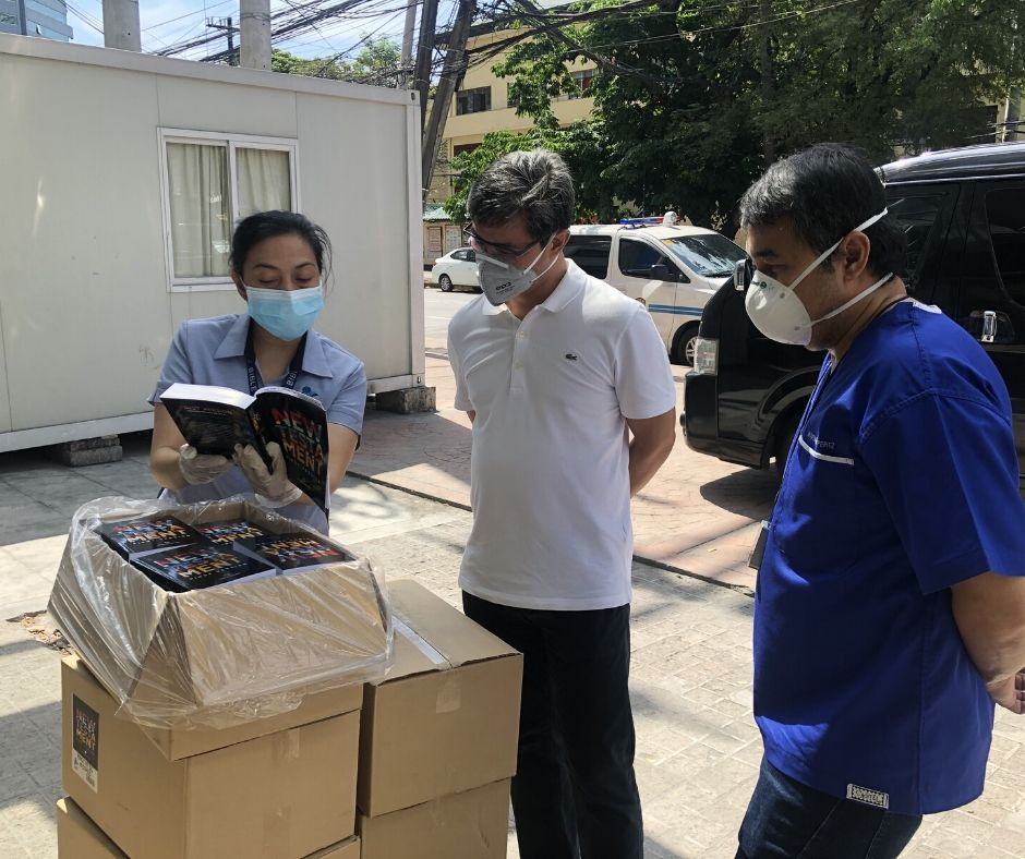 Bibles to frontline health workers of the UP Philippine General Hospital and other frontliners 3 - Philippine Bible Society